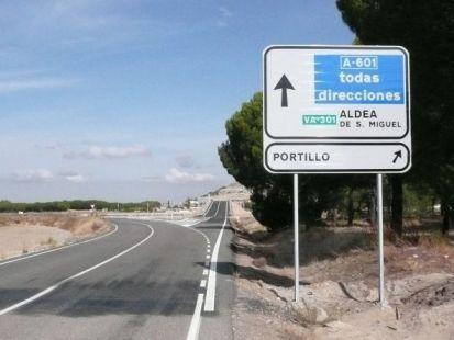 ¿A dónde va la carretera de la izquierda?