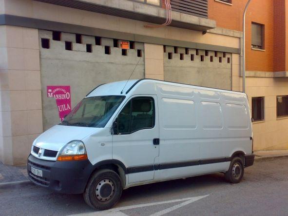 Regalo furgoneta bastante nueva,con la puerta trasera forzada,y muuuy abandonada.