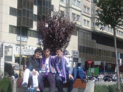 en una centrica plaza de madrid,apoyando al pucela!!!